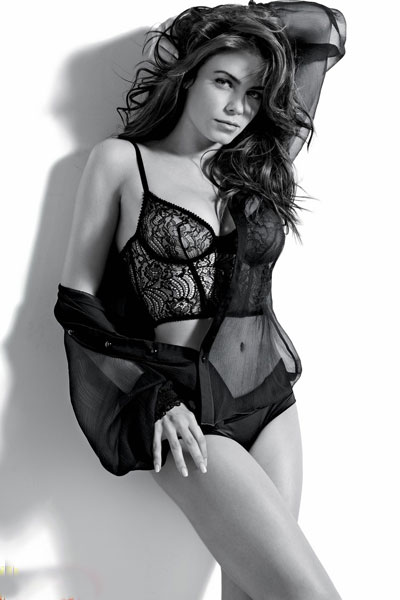 Jenna Dewan looking sexy in black and white