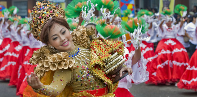 girl dancing with sto.nino in sinulog festival