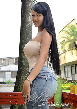 Bootylicious Colombian girl with big boobs