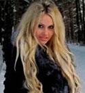 blonde-belarussian-girl-on-snow