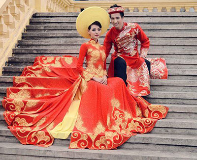Vietnam bride in traditional wedding dress