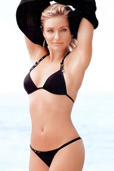 Cameron Diaz looking great in black bikini