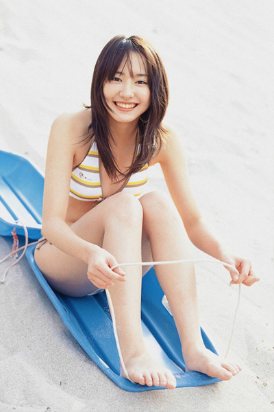 Yui Aragaki enjoying the white sand