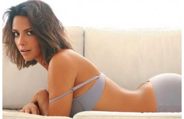 Camila Rodrigues in underware