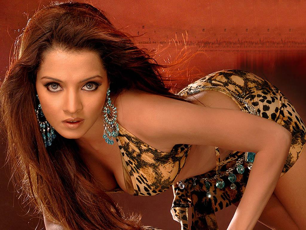 Emraan hashmi celina jaitley kissing scene comedy movie jawani diwani - 5 6