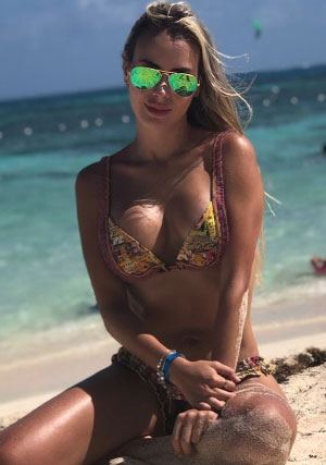 Annie from Colombia