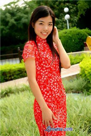 Chinese cutie in traditional Chinese dress