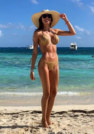 Colombian doctor with sizzling hot bikini body