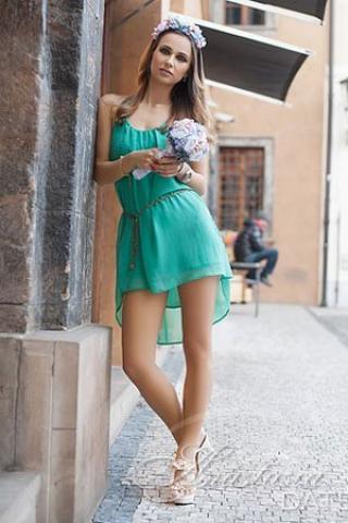 Czech single hairdresser stylist