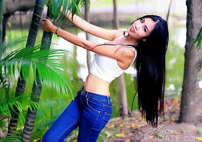 meet this hot Thai girl