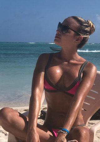 sexy Colombian blonde in pink bikini