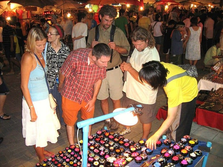 shopping while dating in Chiang Mai, Thailand night bazaar