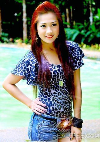 sweet and cheerful Filipina choreographer