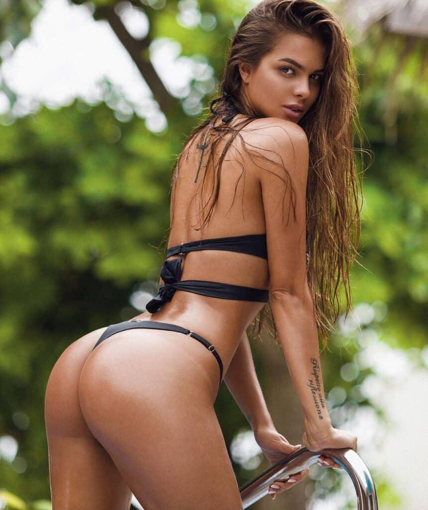 Viktoria Odintcova displaying hot booty
