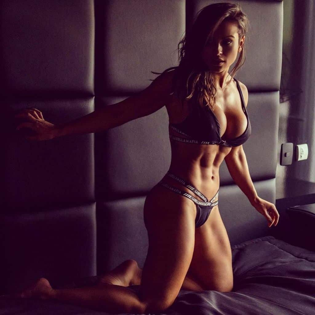 Alice Matos packed abs