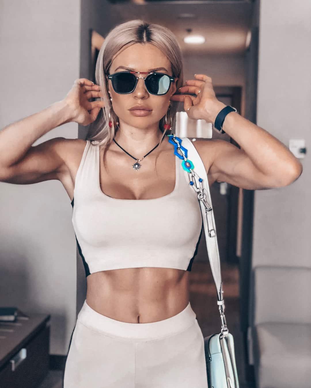 Ekaterina Usmanova curvy body