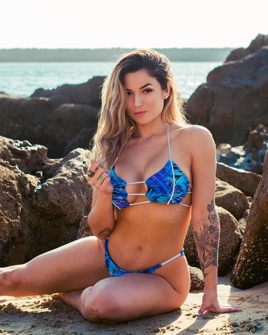 Luciana Alegre sexy in blue bikini