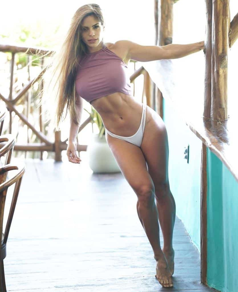 Michelle Lewin sizzling body