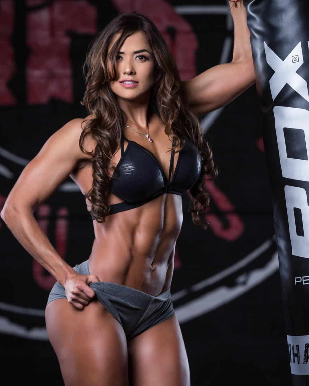 strong and feminine Tatiana Girardi