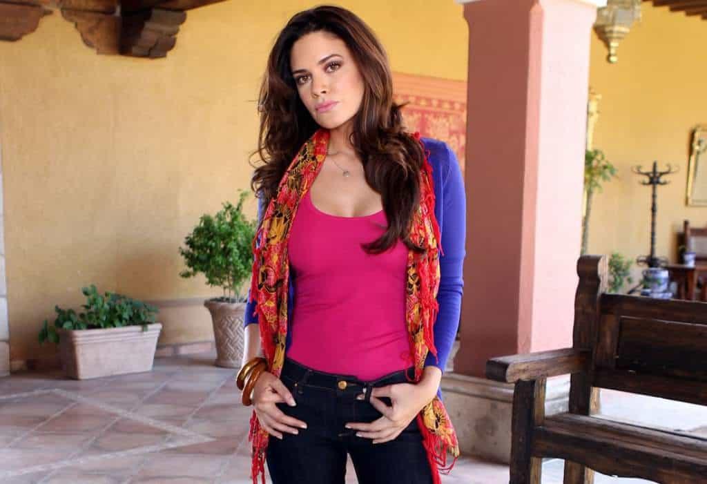 Angelica Celaya looking cool in casual wear