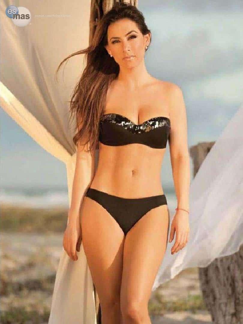 Claudia Lizaldi curvy body