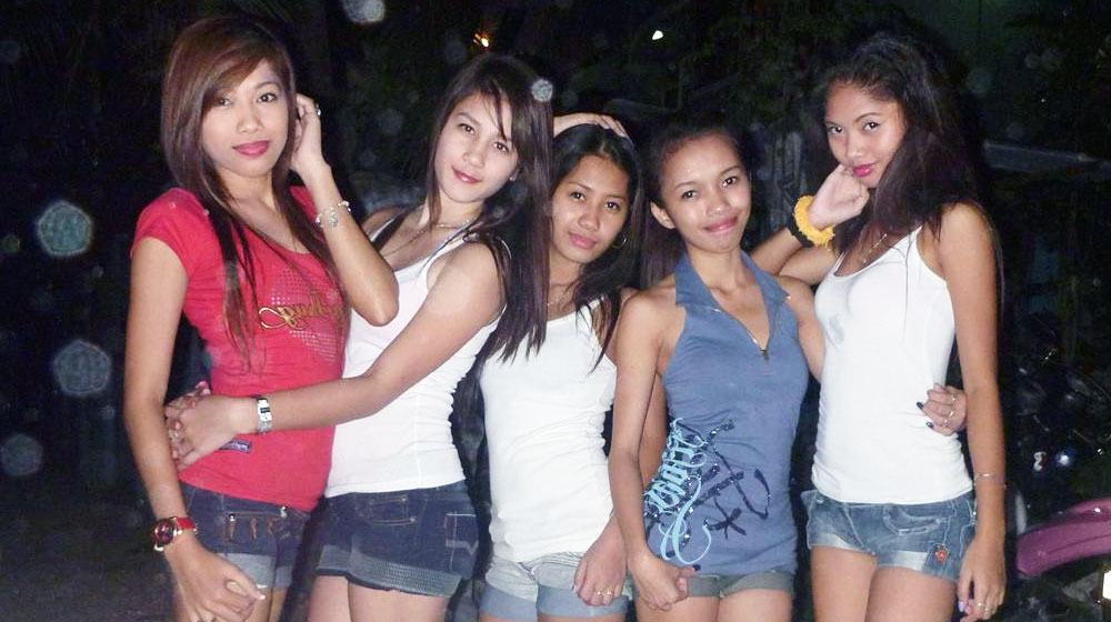 the simplicity of Filipina girls