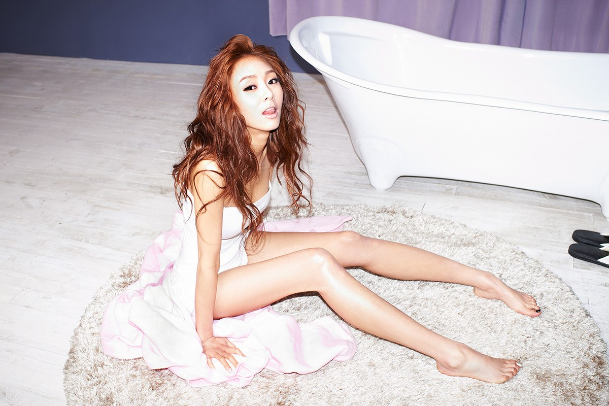 G. Na looking sexy
