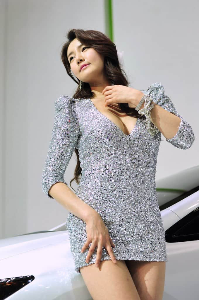 Han Ga-In hot sexy car girl