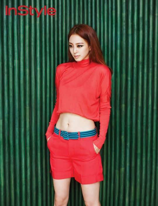 Han Ye Seul sexy abs