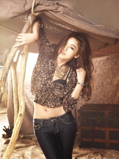 Jun Ji-hyun safari outfit