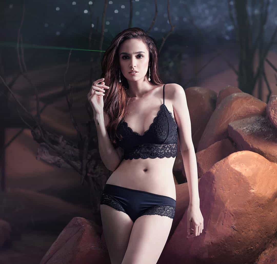 Kim Domingo bench under the stars pictorial