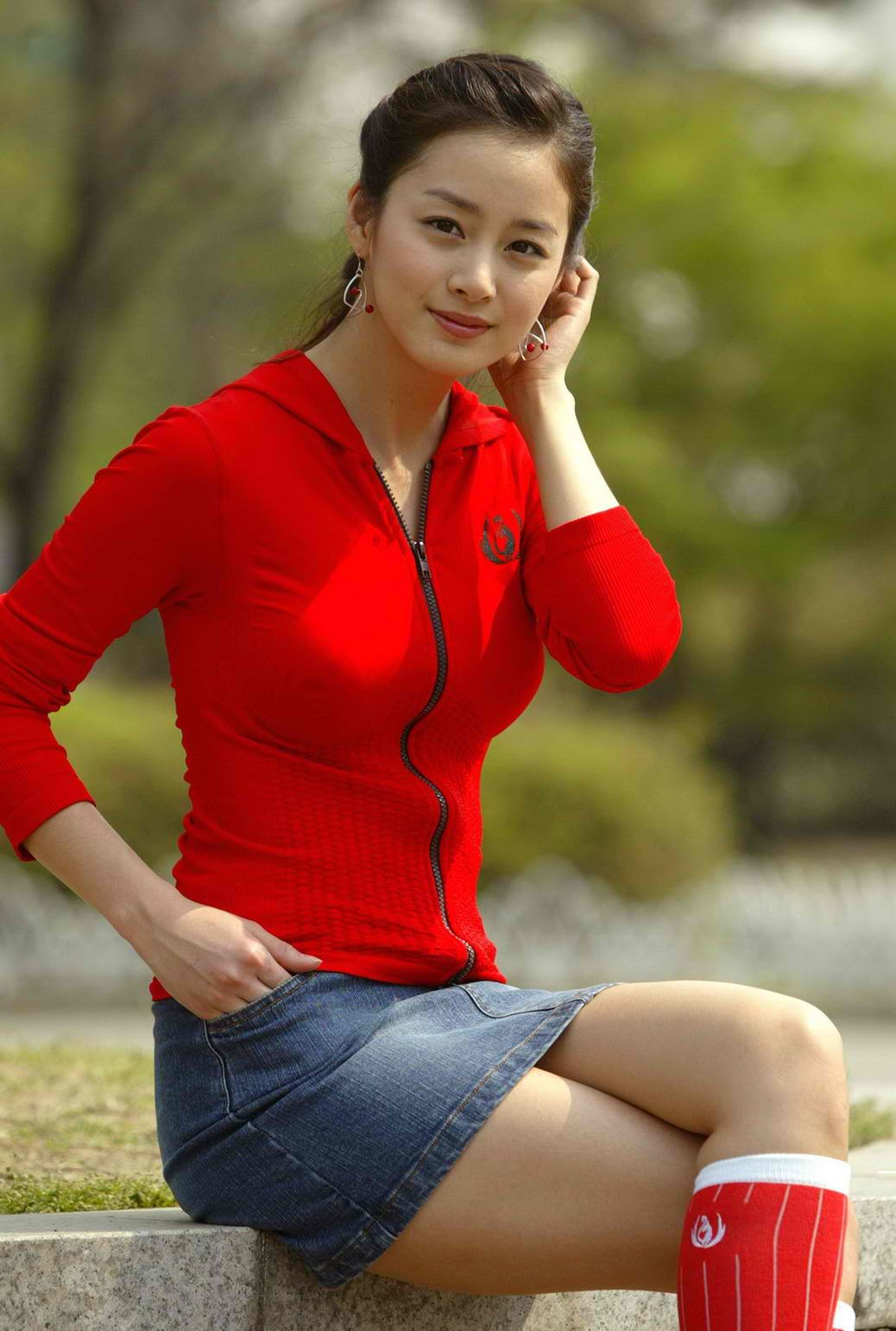 Kim Tae Hee hot in red
