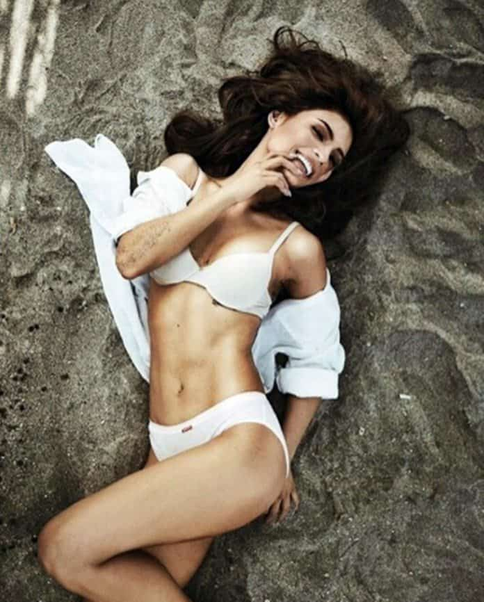 Lovi Poe sculpted abs