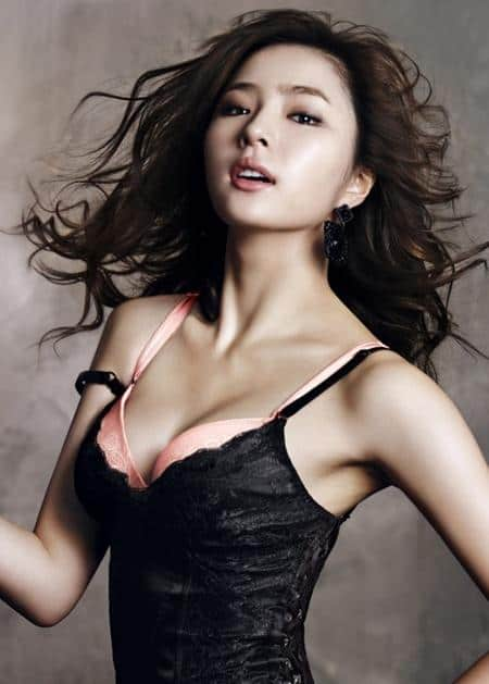 Yoon Eun-hye in black lingerie