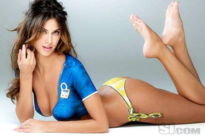 Melissa Satta wearing a body paint