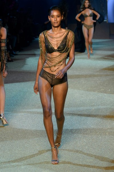 Ysaunny Brito on the runway