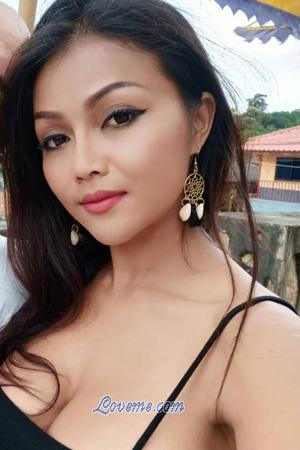 charming babe from Thailand