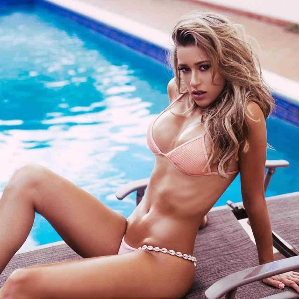 Cindy Prado displaying her hot flat abs