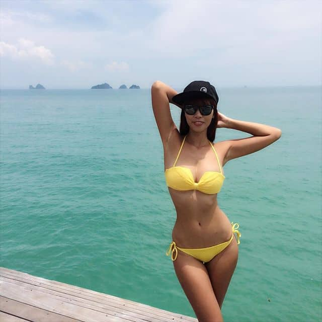 Ha Anh Vu hot in yellow two piece bikini