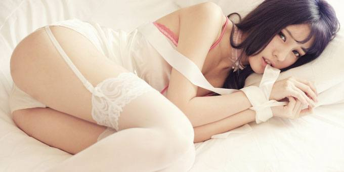 Japanese babe sexy lingerie on bed