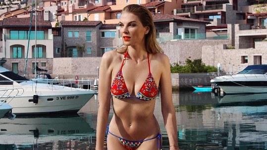 Pavlina Nemcova hot in bikini