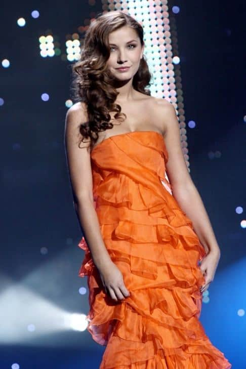 Sarka Cojocarova in orange long gown