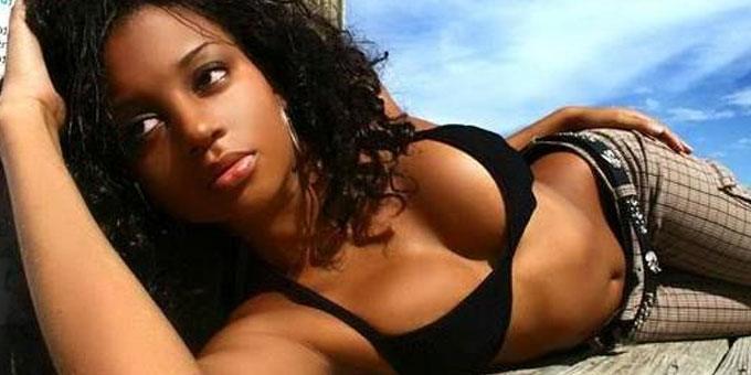 sexy Ethiopian babe with a nice curvy body