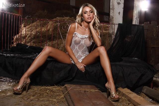 Veronika Fasterovã sexy lingerie