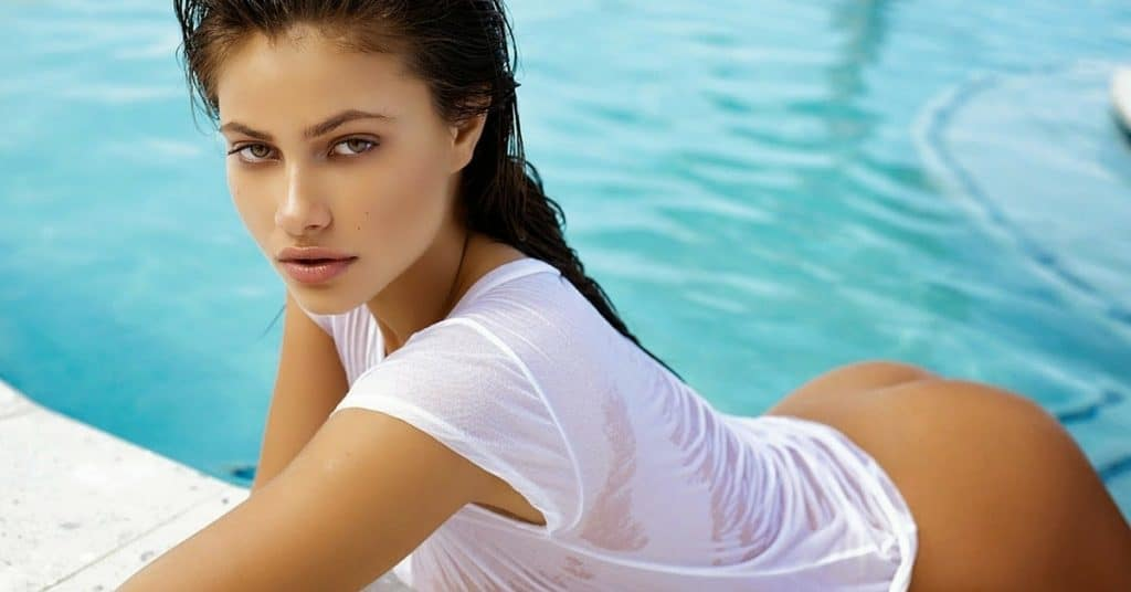 Yara Khmidan hot on the pool