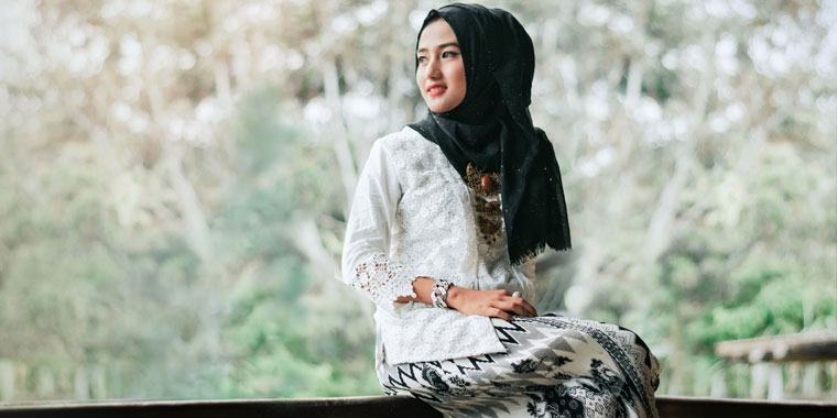 beautiful Muslim girl smiling