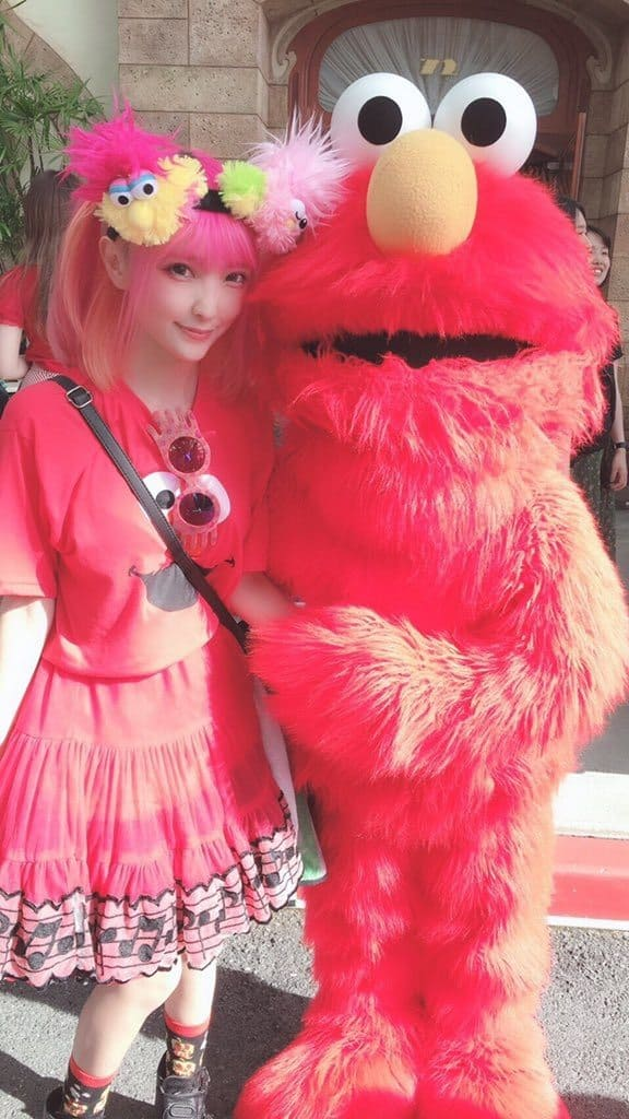 Konami cosplayer with elmo