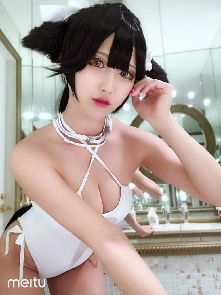 Nasu sexy in white lingerie