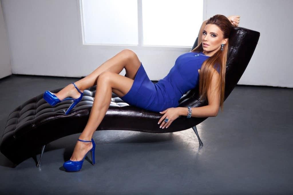 Alina Artz stunning in all blue