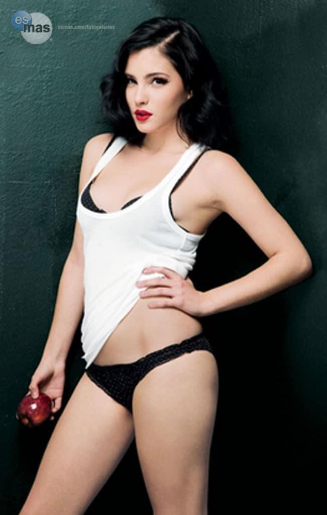 Andrea Duro sensual FHM pictorial
